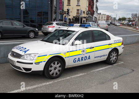 An Irish Garda (Police) car parked beside the coastal road in Wexford Town, Co. Wexford, Ireland (Eire). - Stock Photo