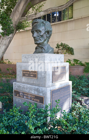 Abraham Lincoln sculpture, 1961, by Robert Merrill Gage, Grand Avenue, Downtown Los Angeles, California, USA - Stock Photo