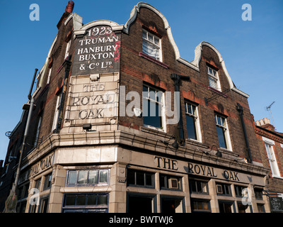 The Royal Oak pub in Columbia Road in Britain - Stock Photo