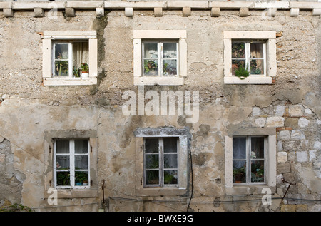 Six windows in the side of a building in Dubrovnik Old Town - Stock Photo