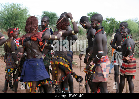 Sister of The Initiate Inspect Their Scars At A Hamer Bull-jumping Ceremony, Omo Valley, Ethiopia - Stock Photo