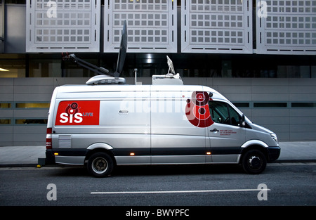 SiS Live, Outside broadcast vehicle, outside Manchester Crown Court and Civil Justice Centre, Manchester, UK - Stock Photo