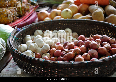 Onions and garlic on a market in Hoi Han, Vietnam - Stock Photo