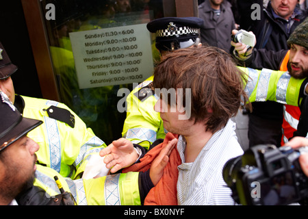 ukuncut protester outside Topshop on Oxford Street - Stock Photo