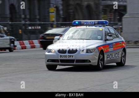Police vehicle speeding through the streets of London - Stock Photo