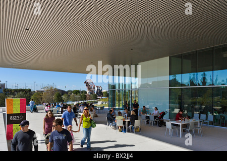 The Sono Cafe at the Tampa Museum of Art on the banks of the Hillsborough River, Tampa, Florida, USA - Stock Photo