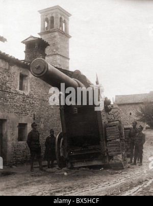 events, First World War / WWI, Italy, heavy Italian gun, captured by Austrian troops in a village near Udine, late - Stock Photo