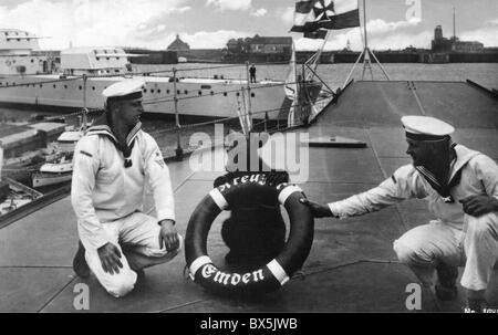 transport / transportation, navigation, warships, Germany, Reichsmarine, 1922 - 1935, light cruiser Emden, two members - Stock Photo