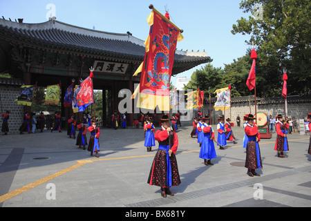 Changing of the Guards, Deoksugung Palace (Palace of Virtuous Longevity), Seoul, South Korea, Asia - Stock Photo
