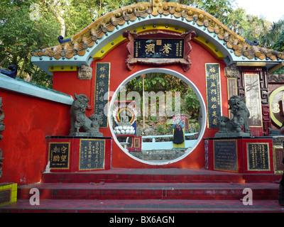 Door protected by lions at the Life Guard Club in Repulse Bay, Hong Kong, China, Asia - Stock Photo