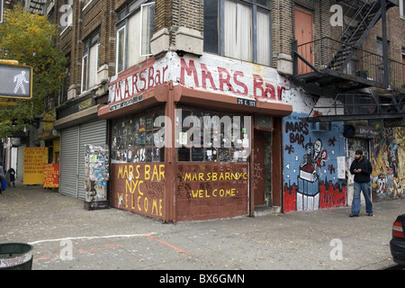The landmark bar, the 'Mars Bar' at 2nd Ave. and 1st Street in the East Village in NYC. - Stock Photo
