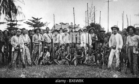 geography / travel, Papua New Guinea, agriculture, plantation near Ralum, Bismarck Archipelago, native workers and - Stock Photo