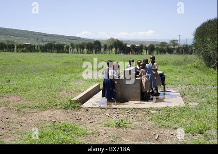 Fresh water tank supplies clean drinking water to schoolchildren at Ndogo Primary School, Gilgil district, Rift - Stock Photo