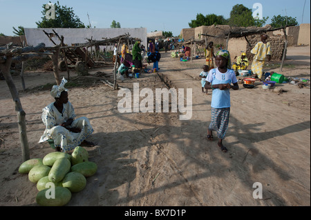 Village life and small market stalls in a village in Mali, West Africa. - Stock Photo