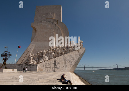 Padrão dos Descobrimentos, Lisboa, Monument to the Discoveries, Lisbon, Portugal with 25th bridge - Stock Photo