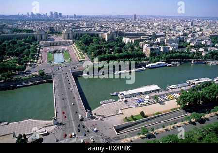 Palais Chaillot and gardens of the Trocadero across the Pont d'Lena as seen from the Eiffel Tower, Paris, France. - Stock Photo