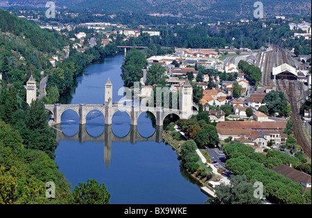 The Pont Valentre, a 14th-century fortified stone arch bridge reflected in the Lot River, Cahors, Lot, France. - Stock Photo