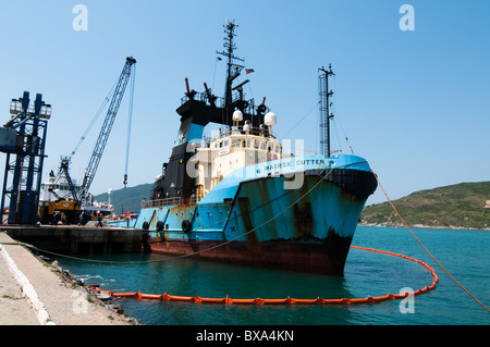 Supply Vessel Maersk Cutter anchored on Arraial do Cabo port, Rio de Janeiro, Brazil, surrounded by an oil spill - Stock Photo
