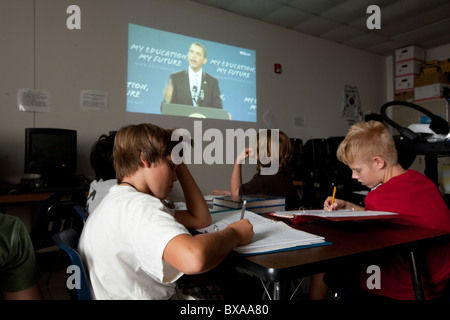Students in 6th-grade social studies class take notes while watching U.S. Pres. Barack Obama speak about education - Stock Photo