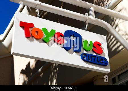 Toys R Us Store Stock Photo 137729751 Alamy