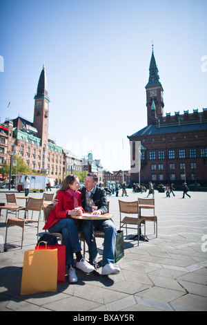 Couple drinking at outdoor cafe in city - Stock Photo