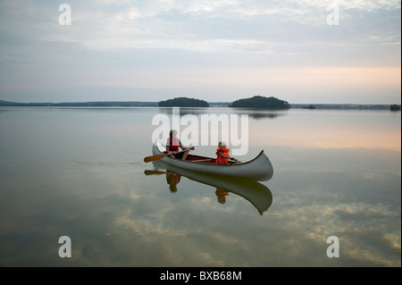 Mother with daughter in rowing boat - Stock Photo