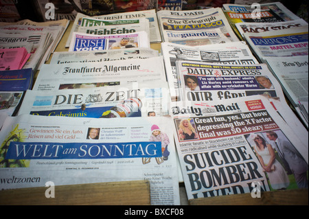 International and ethnic newspapers at a news stand in New York on Tuesday, December 14, 2010. (© Richard B. Levine) - Stock Photo