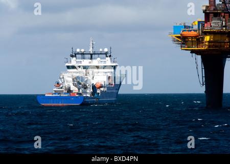 ROV ship at Dunlin A - Stock Photo
