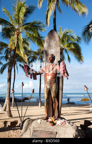The statue of Duke Kohanamoku at Waikii beach. - Stock Photo