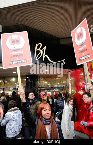 Tax avoidance protesters outside Bhs Oxford street - Stock Photo