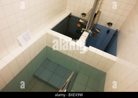 The Jewish faith Mikveh baths where recent converts to Judaism bathe in private, at the Sternberg Centre. London. - Stock Photo