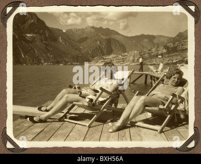 geography / travel, Italy, tourism, two German tourists at Lake Garda, September 1930, Additional-Rights-Clearences - Stock Photo