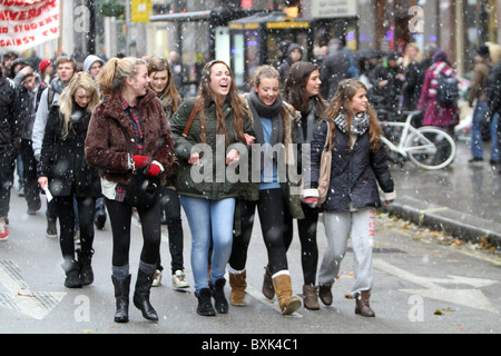 English Students' anti cuts protest through the snowy streets of London. - Stock Photo