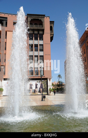 Fountains & shopping plaza on Place du 16 Novembre, Ave Mohammed V in Marrakech - Stock Photo