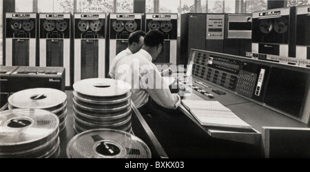 computing / electronics, IBM data processing center, electronic computer IBM 7090, Duesseldorf, Germany, 1965, data - Stock Photo