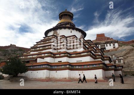 The Kumbum, part of the Palcho Monastry or Pelkor Choede in Gyantse or Gyangtse in Tibet, China. - Stock Photo