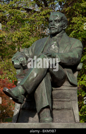 Damaged statue of Vladimir Ilyich Lenin (1870-1924) at the Park of the 1905 Uprising in Moscow, Russia - Stock Photo