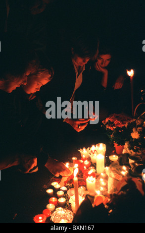UK VIGIL OUTSIDE BUCKINGHAM PALACE AFTER LADY DIANA SPENCER DEATH LONDON, SEPTEMBER 1997 - Stock Photo