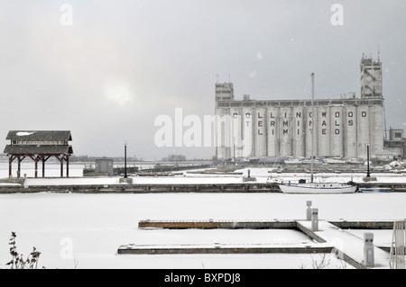 Collingwood Terminal Grain Elevators in winter - Stock Photo