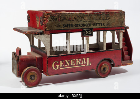 Tri-ang Wooden General Electric London Bus dating from the 1928 - Stock Photo