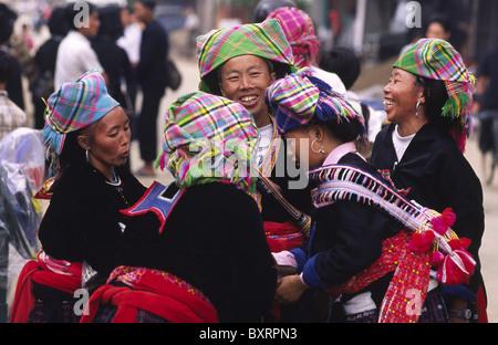 Hmong minority women at the market, Binh Lu, Lai Chau Province, Northern Vietnam. - Stock Photo