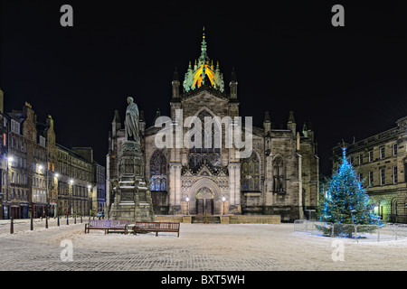 Facade of St Giles Cathedral (the High Kirk), Edinburgh, Scotland, illuminated at night in winter - Stock Photo