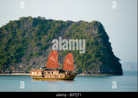 Junk sailing in Halong Bay, Vietnam - Stock Photo