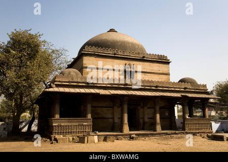 The mausoleum at the Bai Harir Mosque at Ahmedabad, Gujarat, India. - Stock Photo