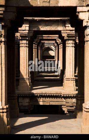 Looking through the pillars of the Dada Hari Vav in Ahmedabad, Gujarat, India. - Stock Photo