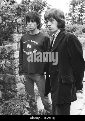 Keith Richards and Mick Jagger exclusive image from 1967 by David Cole in the gardens at Redlands.From the archives - Stock Photo