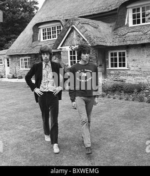 Keith Richards and Mick Jagger exclusive image from 1967 by David Cole in the gardens at Redlands. From the archives - Stock Photo