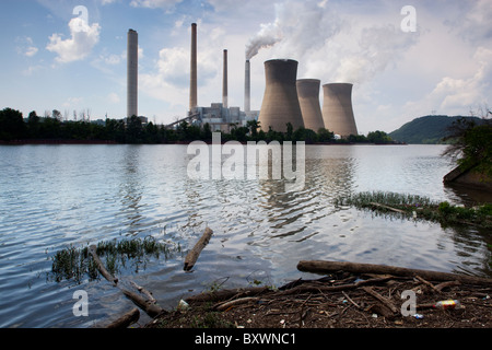 USA, West Virginia, Winfield, Steam billows from smokestacks at John Amos Coal-Fired Power Plant on spring morning - Stock Photo