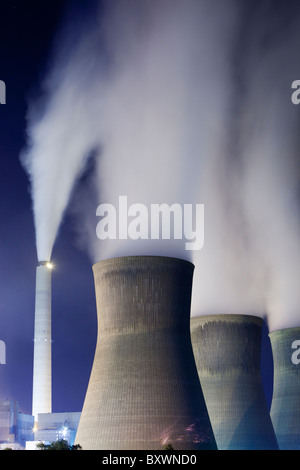 USA, West Virginia, Winfield, Steam billows from smokestacks at John Amos Coal-Fired Power Plant along Kanawha River - Stock Photo