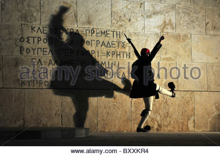 'Evzones' soldier in traditional uniform doing an elaborate martial marching routine during the change of the guard....etc... - Stock Photo